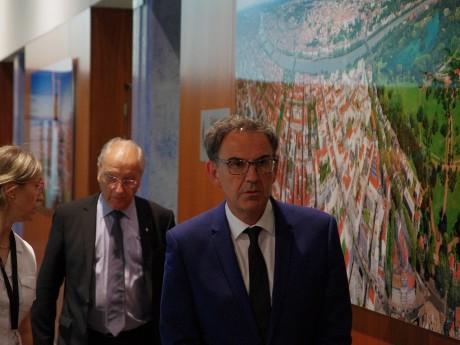 Marc Grivel (en arrière-plan) menace de ne plus suivre David Kimelfeld - LyonMag