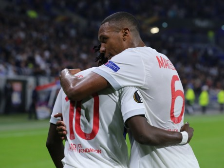 Bertrand Traoré, félicité par Marcelo, a marqué l'unique but de la rencontre - LyonMag