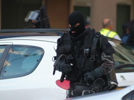Les braqueurs s'étaient déguisés en policiers du Raid - LyonMag