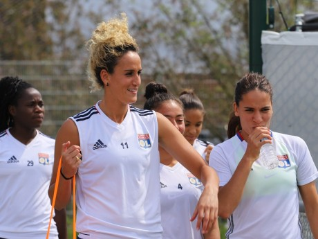 Kheira Hamraoui (à gauche) quitte l'OL féminin - LyonMag