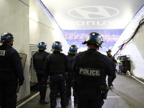 Des CRS au Groupama Stadium - LyonMag