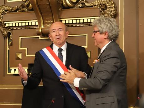Gérard Collomb et Roland Bernard, lors de la remise de l'écharpe de maire en 2018 - LyonMag