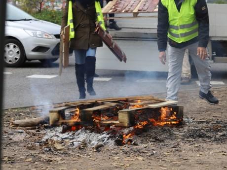 Des palettes ont été brulées sur les voies - Photo d'illustration - LyonMag.com