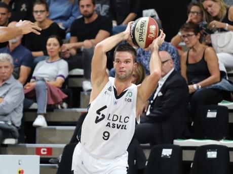 Mantas KALNIETIS, l'homme du match (18 its, 9 passes décisives, eval 28) - LyonMag.com