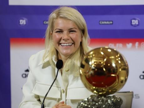 Ada Hegerberg et son Ballon d'Or - LyonMag