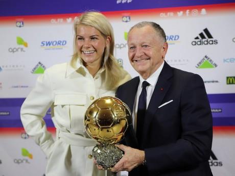 Jean-Michel Aulas et Ada Hegerberg lors de la présentation du Ballon d'Or à Lyon - Lyon Mag
