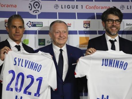 Sylvinho, Jean-Michel Aulas et Juninho - LyonMag