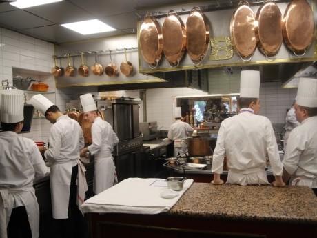 Les équipes en cuisine chez Paul Bocuse - LyonMag
