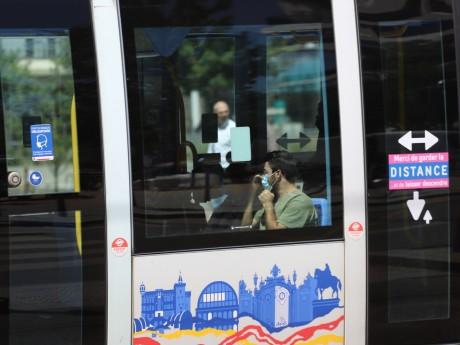 Les faits se sont déroulés à la descente d'un tramway - LyonMag