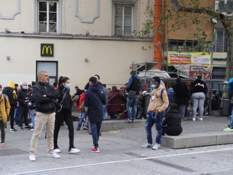 La place Gabriel-Péri et son marché sauvage - LyonMag