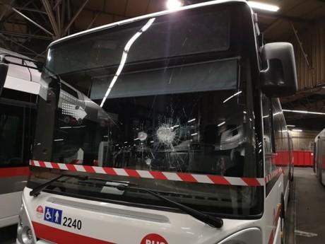 L'un des bus attaqués - LyonMag