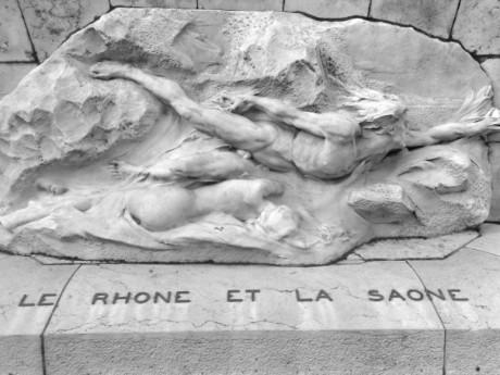 Le Rhône et la Saône symboliquement réunis sous le Palais du Commerce - Lyonmag