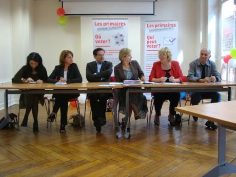 De g. à d. : Nathalie Perrin-Gilbert (maire du 1er arrondissement), Evelyne Fontaine (conseilère générale du Rhône), PIerre-Alain Muet (député du Rhône), Annie Guillemot (maire de Bron), Pascale Crozon (députée du Rhône) et André Valentino (Conseiller mun