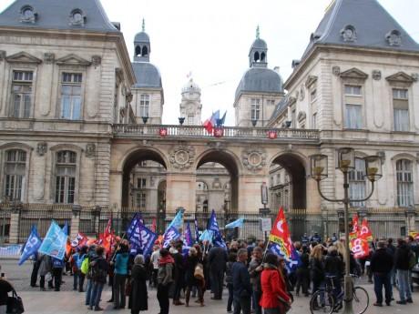 Ils étaient plus de 200 à manifester ce jeudi - LyonMag.com