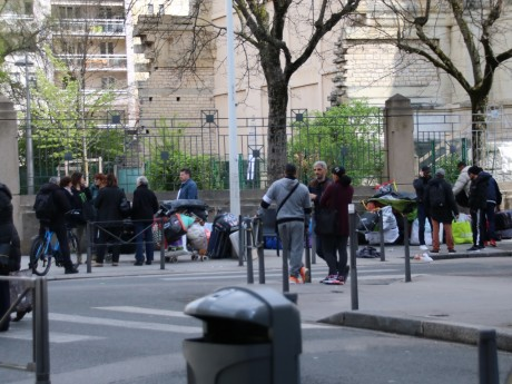 Les Albanais, lors de leur expulsion en mars du square Jeanne-Jugan - LyonMag