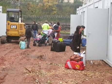 L'arivée des familles dans les bungalows d'Oullins - LyonMag.com