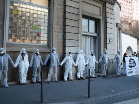 Le cordon sanitaire ce mardi matin devant l'école Michel Servet - DR/Twitter Alternatiba ANV Rhône
