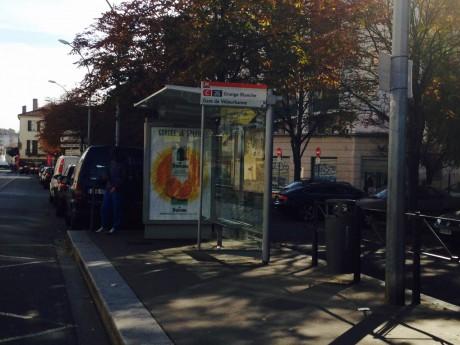 L'arrêt de bus où a eu lieu l'agression lundi matin - LyonMag