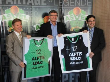 Gilles Moretton présente le maillot de l'ASVEL 2012-2013 - Photo LyonMag