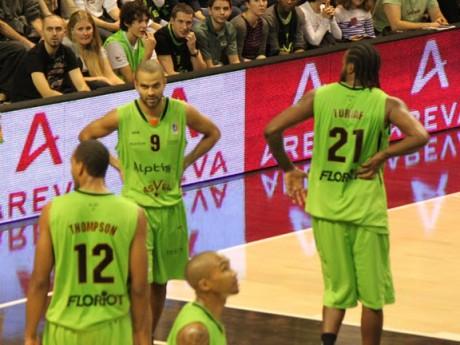 Les deux amis Parker et Turiaf  n'ont pas pu s'imposer face au Havre - LyonMag