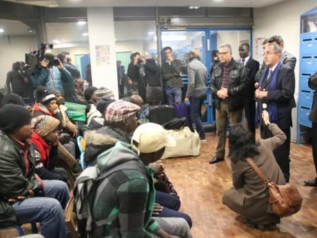 Le préfet du Rhône face au 51 demandeurs d'asile mardi soir - LyonMag