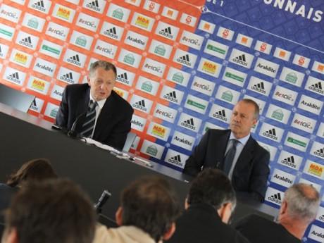Jean-Michel Aulas, ici avec son conseiller Bernard Lacombe, chercherait des investisseurs en Asie et au Moyen-Orient - LyonMag