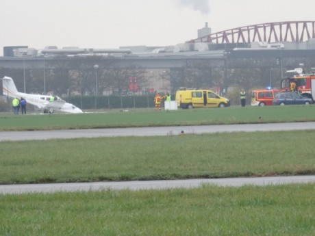 Le bi-moteur, enfin posé à l'aérodrome de Bron - photo Lyonmag.com