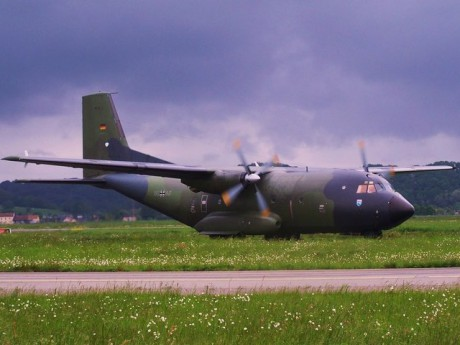 Avion militaire de type C-160 - Photo dr