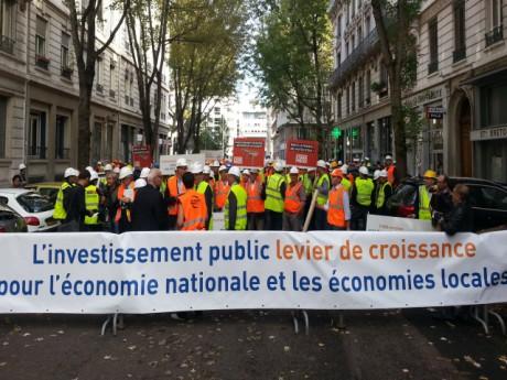 Les manifestants devant la préfecture ce mardi après-midi - LyonMag