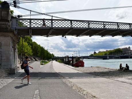 Le sac et le corps ont été retrouvés lundi matin dans le Rhône le long des Berges - LyonMag