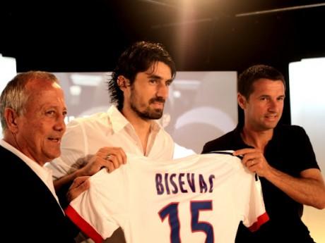 Milan Bisevac reste la plus grosse recrue de l'été. Un joueur de 29 ans qui aura coûté seulement 3M d'euros - LyonMag