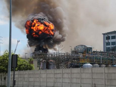 Le feu a provoqué des explosions sur le site de Bluestar Silicones - LyonMag