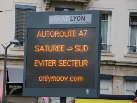 Les panneaux de la Ville conseillent aux automobilistes d'emprunter l'A7 - Lyonmag.com