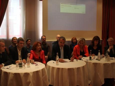 Denis Broliquier (au centre) entouré du groupe UDI - LyonMag