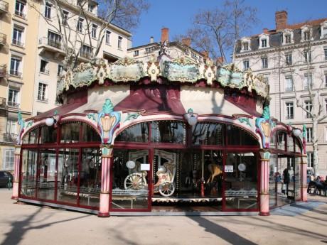 Le carrousel sur la place Maréchal Lyautey - LyonMag