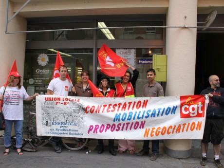 Manifestants devant le Casino du 7e arrondissement - LyonMag