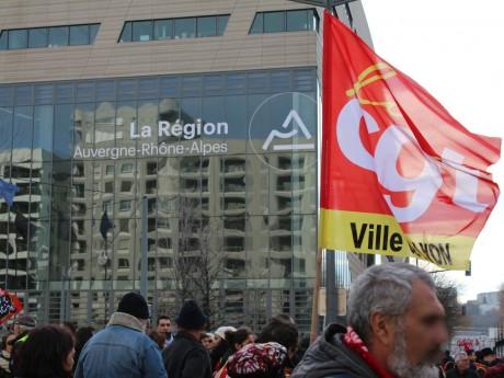 Le cortège s'est arrêté devant le siège de la Région AURA - LyonMag
