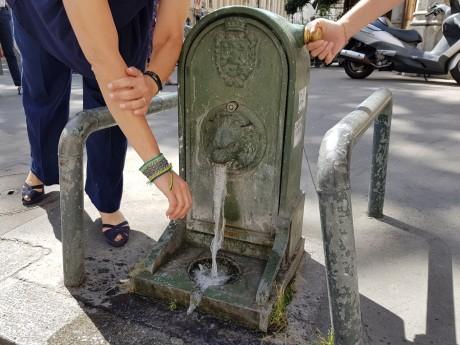 Une borne-fontaine dans le 2e arrondissement de Lyon - LyonMag