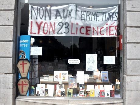 La vitrine de la librairie Chapitre de Bellecour où les salariés sont entrés en résistance - Photo LyonMag.com