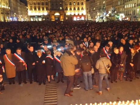 Entre 10 000 et 15 000 personnes rassemblées mercredi soir pour Charlie Hebdo - LyonMag