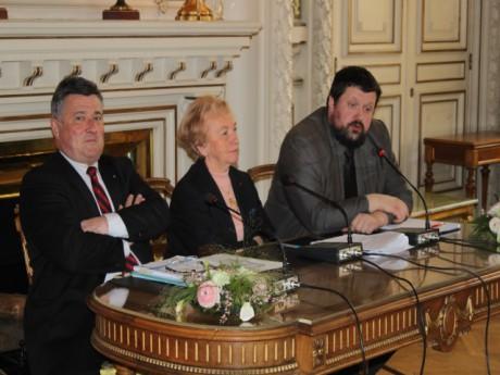Danielle Chuzeville entourée de Max Vincent (à gauche) et de Denis Longin, vice-président du conseil général