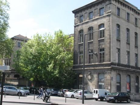 L'ancien Collège Serin, non loin du tunnel de la Croix-Rousse - LyonMag