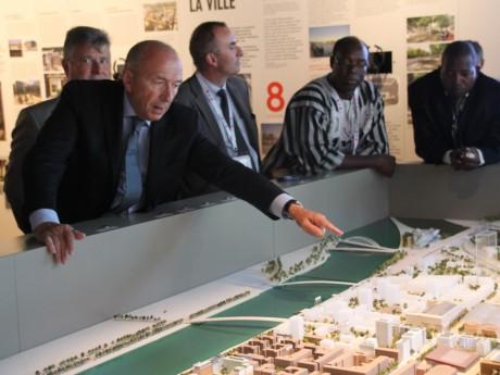 Gérard Collomb a présenté le quartier de la Confluence à ses homologues internationaux - LyonMag
