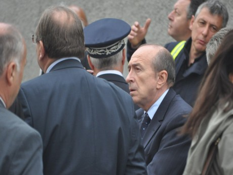 Gérard Collomb lundi matin devant le squat sinistré - LyonMag