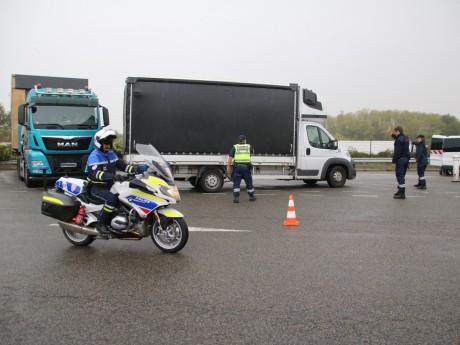 Les forces de l'ordre réunies sur l'A46 à Communay - Lyonmag.com