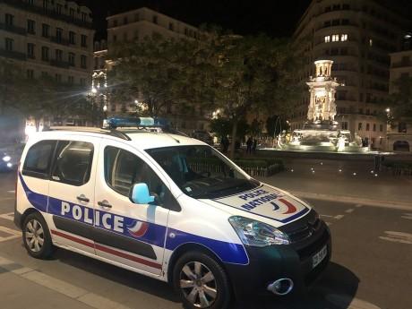 Les policiers en place Place des Jacobins - LyonMag