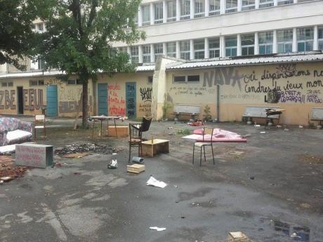 La cour dévastée du Collège Truffaut - LyonMag