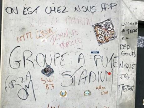 Des tags injurieux découverts au Groupama Stadium - DR