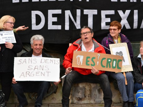 Les manifestants contre Dentexia - LyonMag