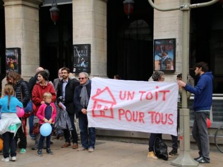 La manifestation du collectif Pas d'Enfant sans Toit lundi après-midi devant l'Hôtel de Ville - LyonMag
